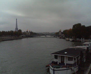 パリは曇りです